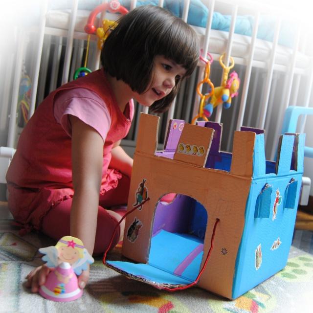 Creatief knutselen  van kartonnen doos tot kasteel