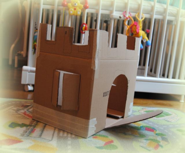 knutselen - kasteel van kartonnen doos