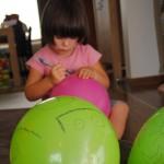 Creatief tekenen op ballonnen - een eenvoudige activiteit voor kinderen