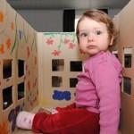 Knutsel je eigen speelhuis van een kartonnen doos