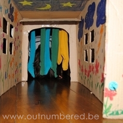 easy activiy for kids house out of cardboard box