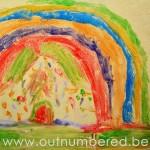 Buitenspel voor kinderen: schilderen met krijt